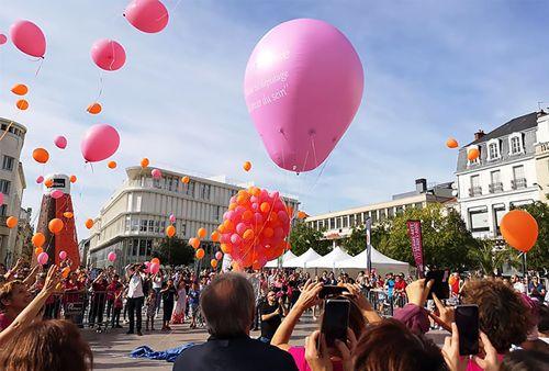 montgolfière octobre rose de 3.5 m à l'hélium