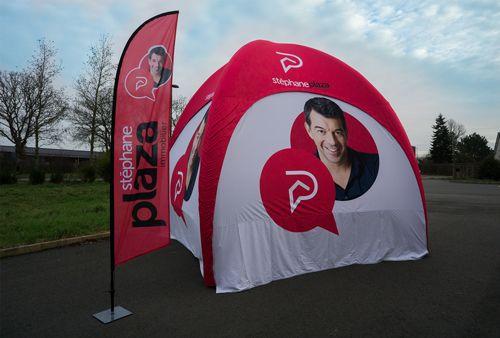 tente publicitaire stephane plaza avec drapeau