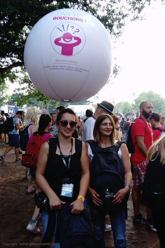ballon sur sac à dos pour une distribution de bouchons d'oreille au festival des eurockéennes de belfort