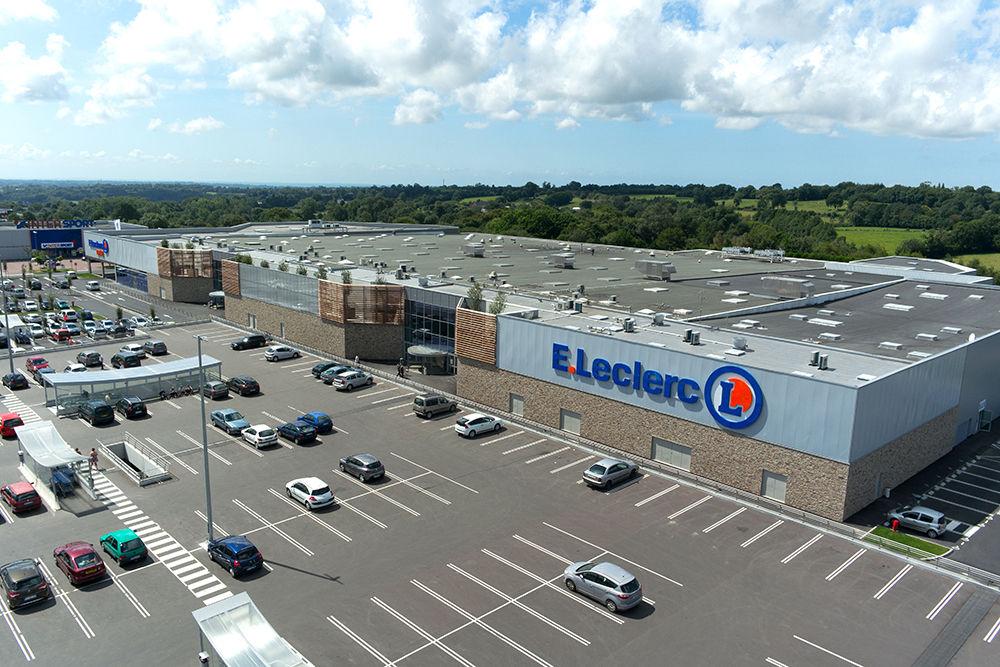 Centre commercial Leclerc de Coutances vue du ciel en photo aérienne