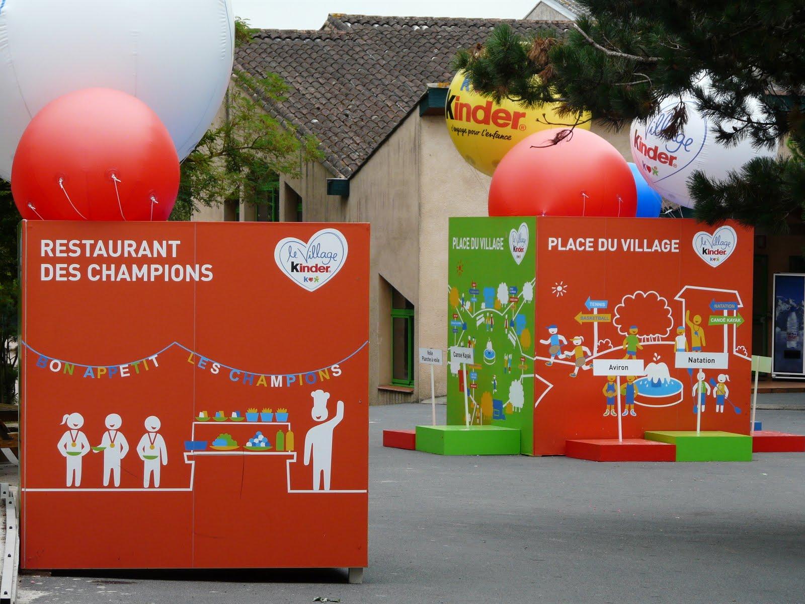 Ballons publicitaires Village Kinder