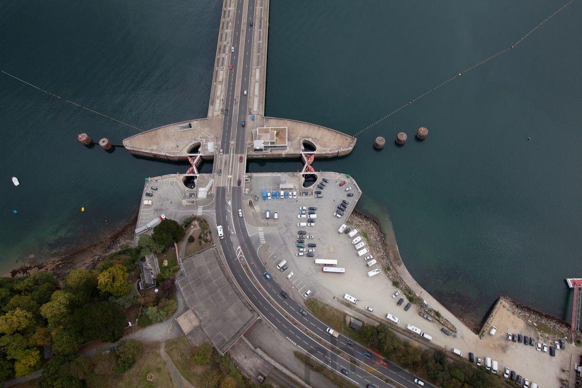 Zoom sur l'écluse du barrage de la Rance