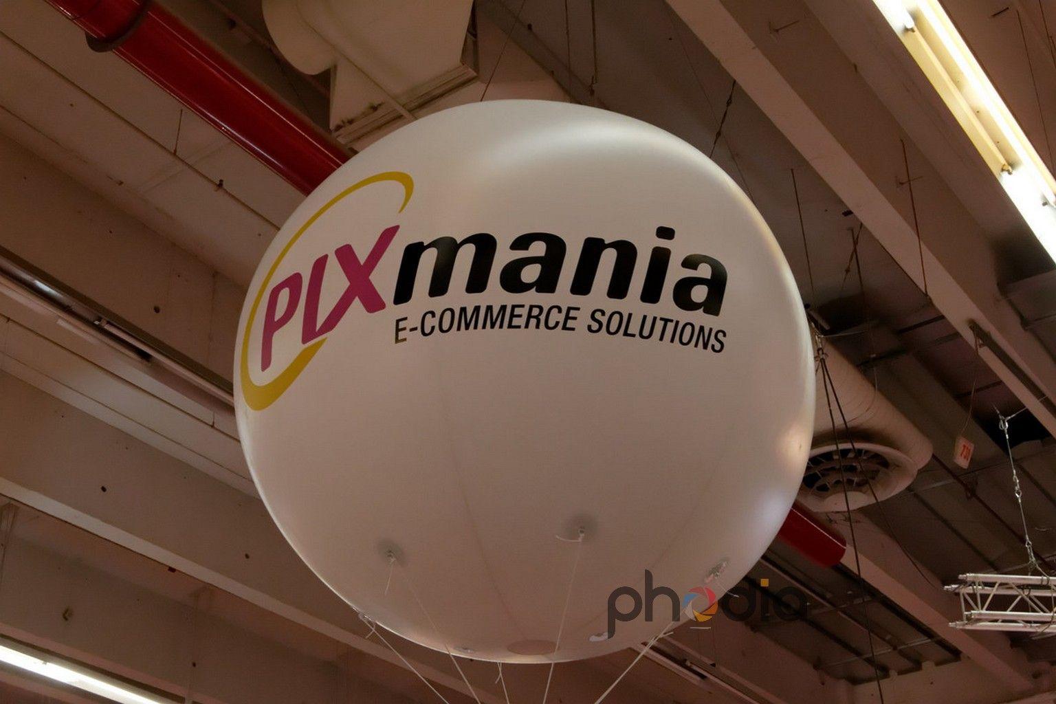 Gonflable publicitaire Pixmania au salon e-commerce 2011