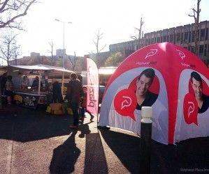 Développer sa visibilité sur un marché de plein air grâce à la tente publicitaire