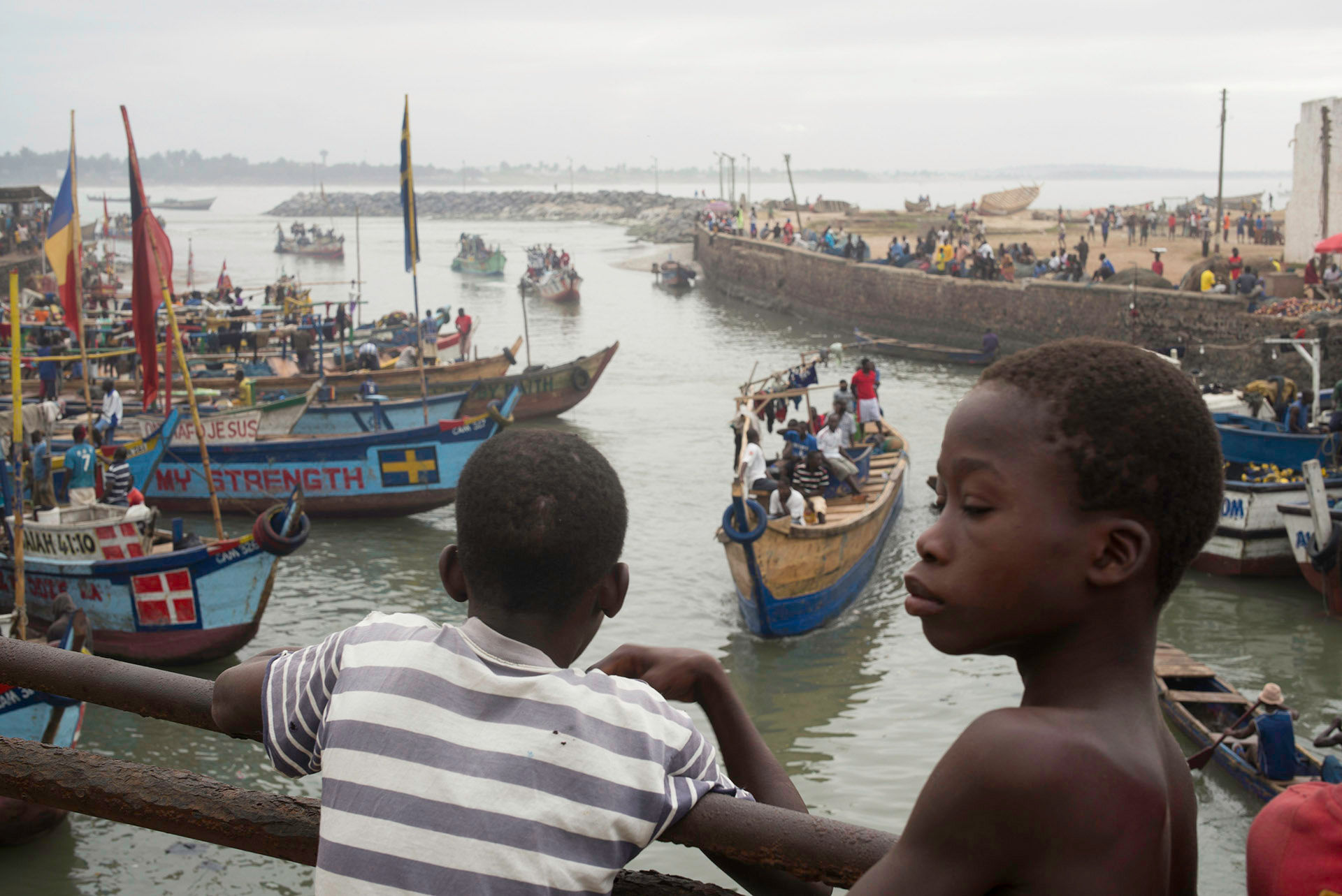Kids on Bridge as Fleet Returns, Elmina