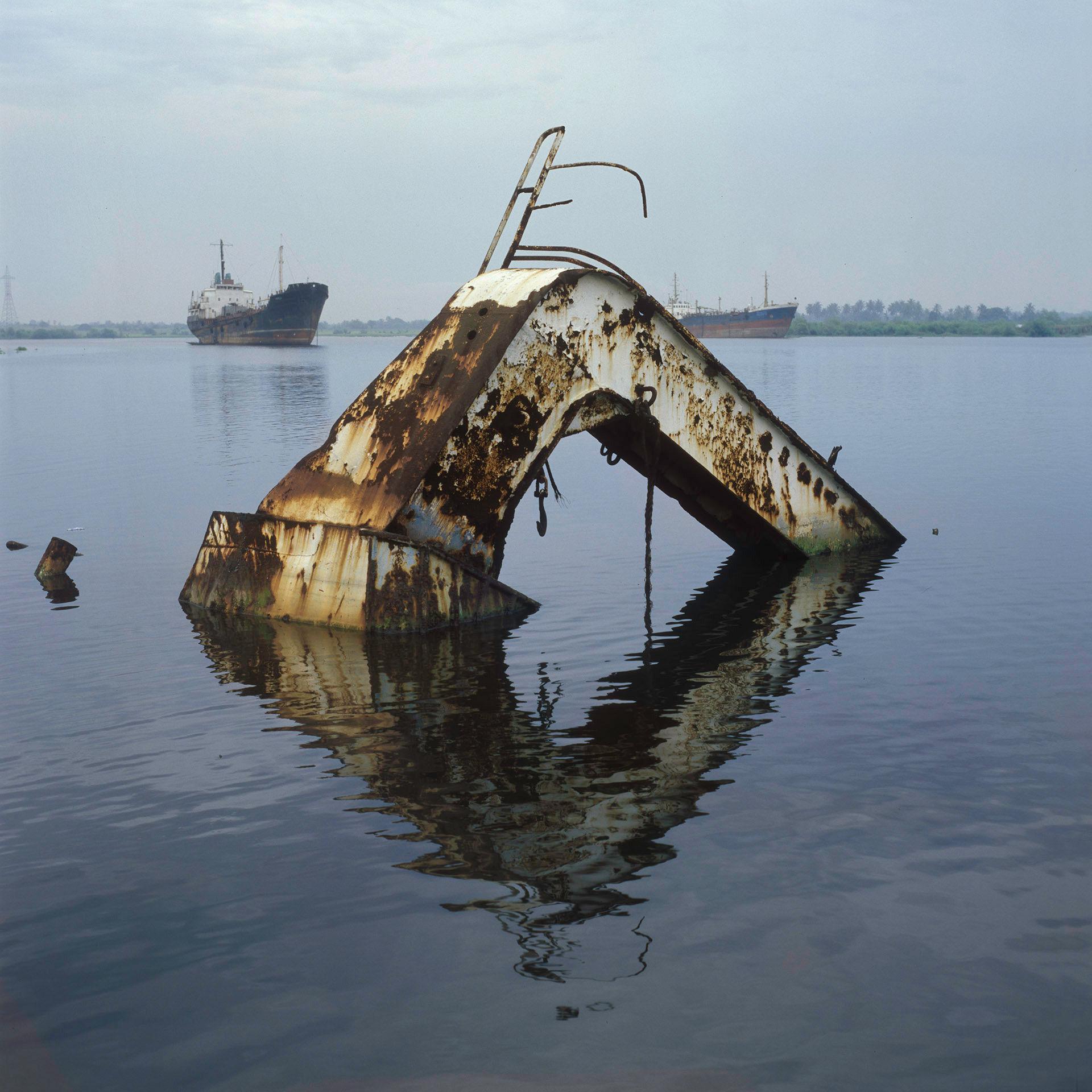 Lone Davit, Lagos
