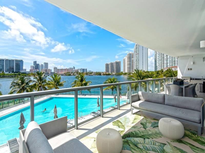 Apartamento à Venda em Aventura, FL