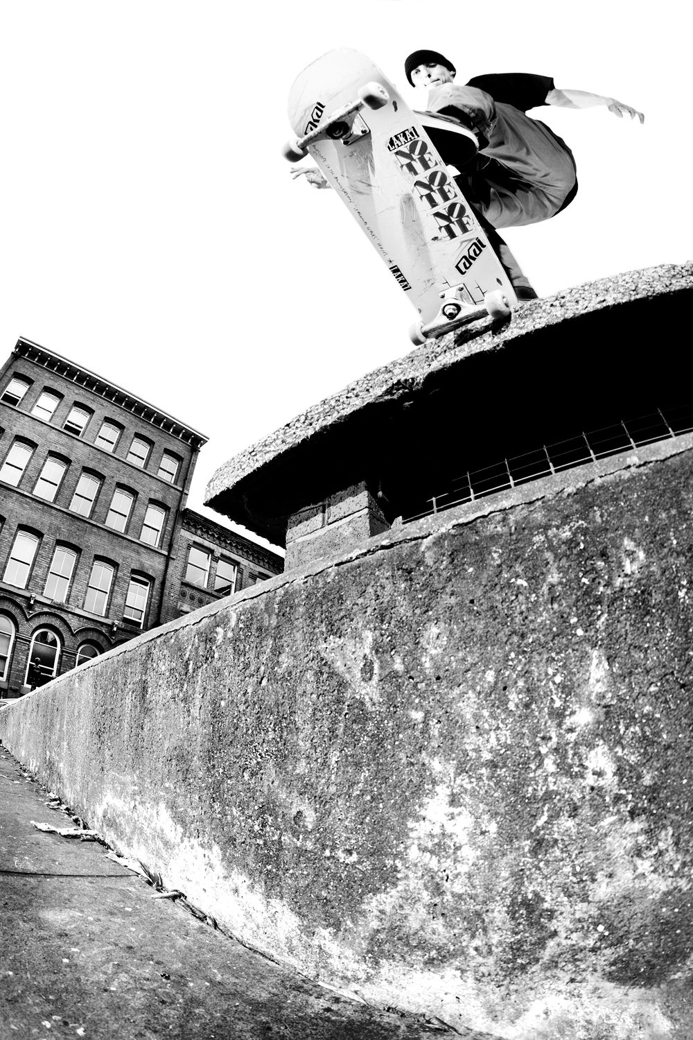 Jed_Coldwell_backside_tailslide_GREY_copyright_Henry_Kingsford