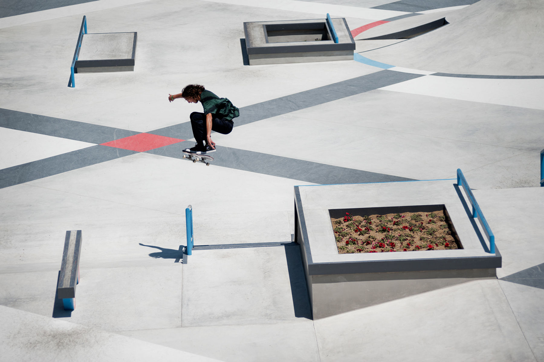 EVAN_SMITH_KICKFLIP_02_GREY_HENRY_KINGSFORD
