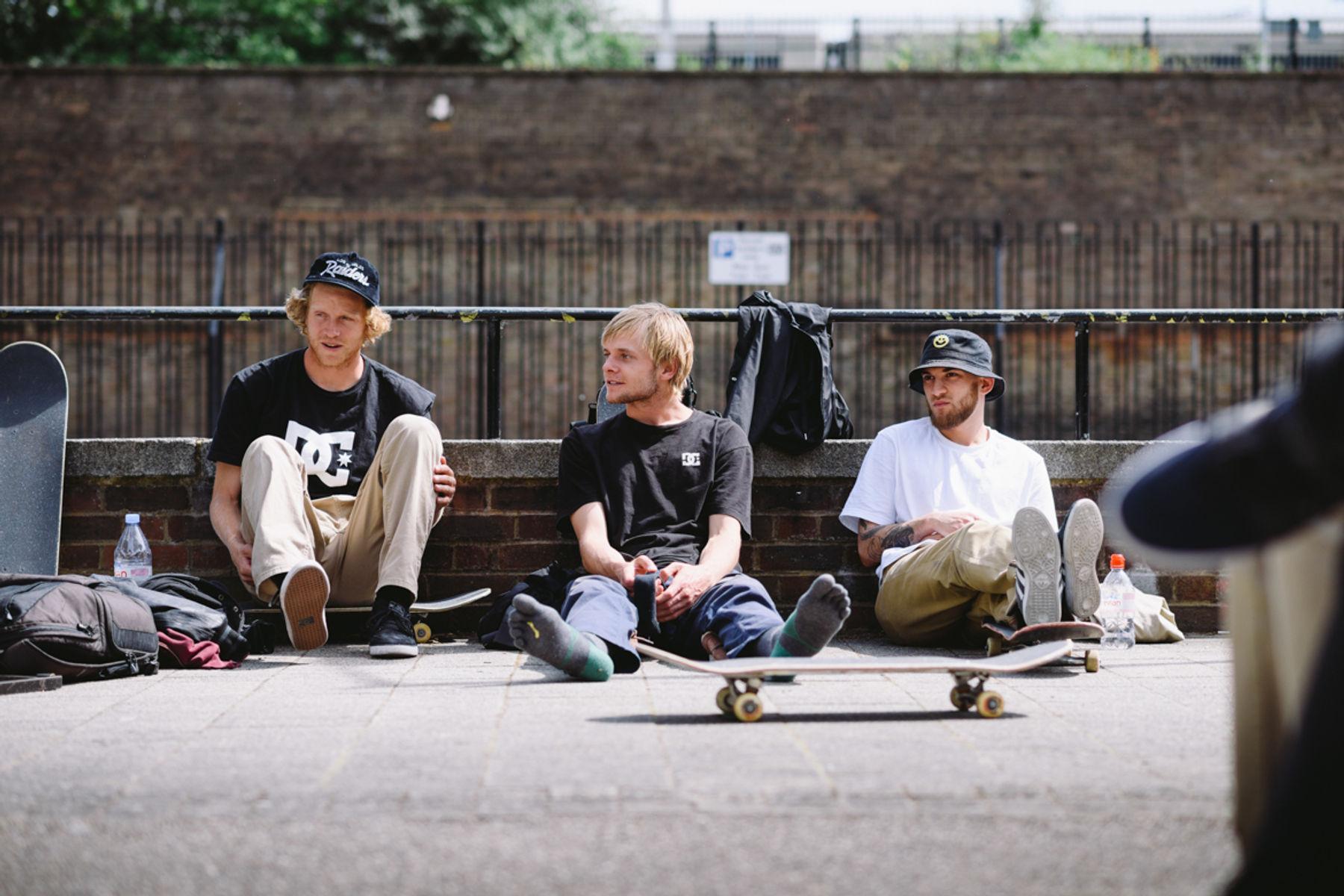 _IHC2946e-Wes-Kremer-Madars-Apse-DC-Special-Delivery-Skate-Tour-BTS-London-May-2015-Photographer-Maksim-Kalanep