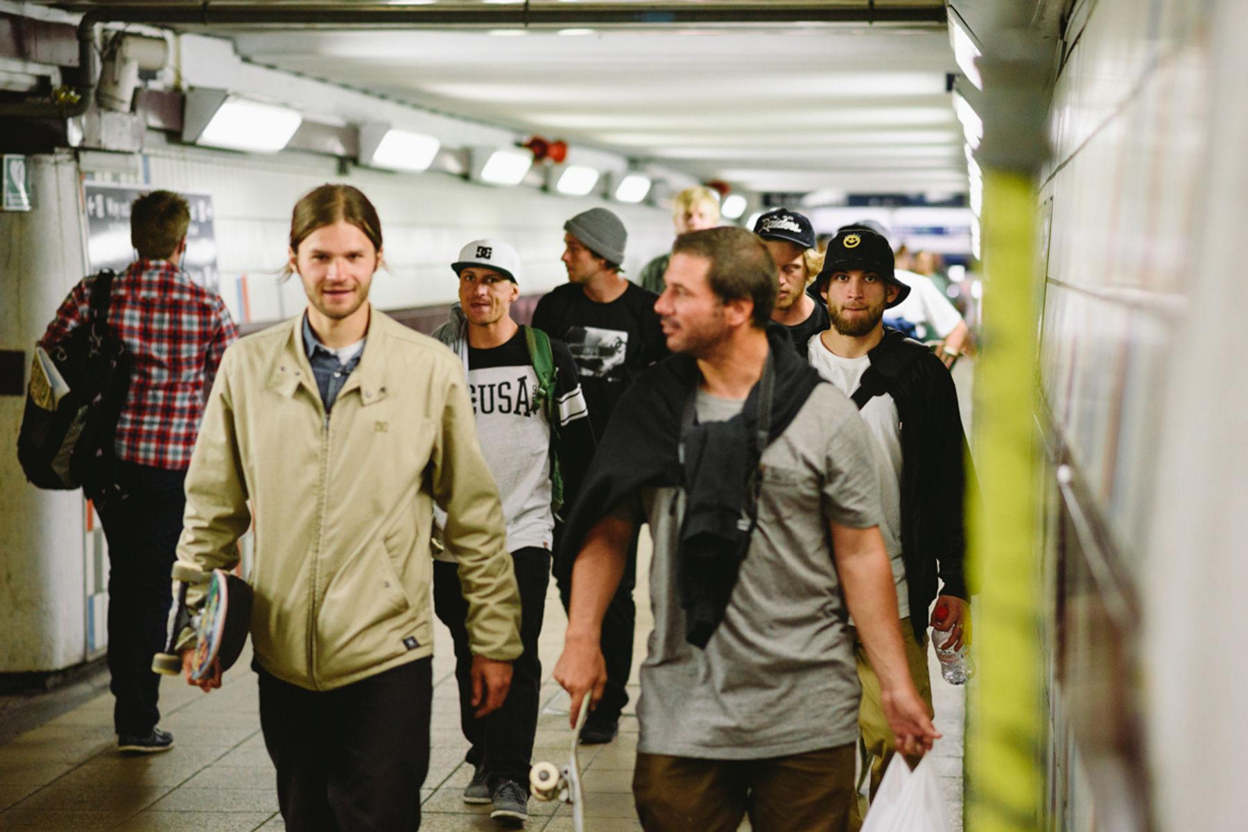 _IHC3036e-Gosha-Konyshev-Antony-Lopez-Wes-Kremer-DC-Special-Delivery-Skate-Tour-BTS-London-May-2015-Photographer-Maksim-Kalanep