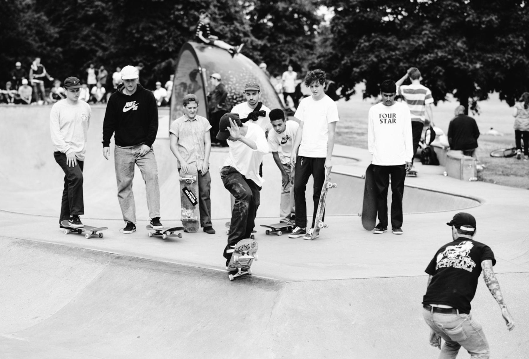 _IHC8057e-Kyron-Davis-Bs-180-Switch-Crooked-Matthew-Hay-Casper-Brooker-Arthur-Derrien-Nike-SB-x-Slam-City-Skates-Go-Skateboarding-Day-London-June-2015-Photographer-Maksim-Kalanep