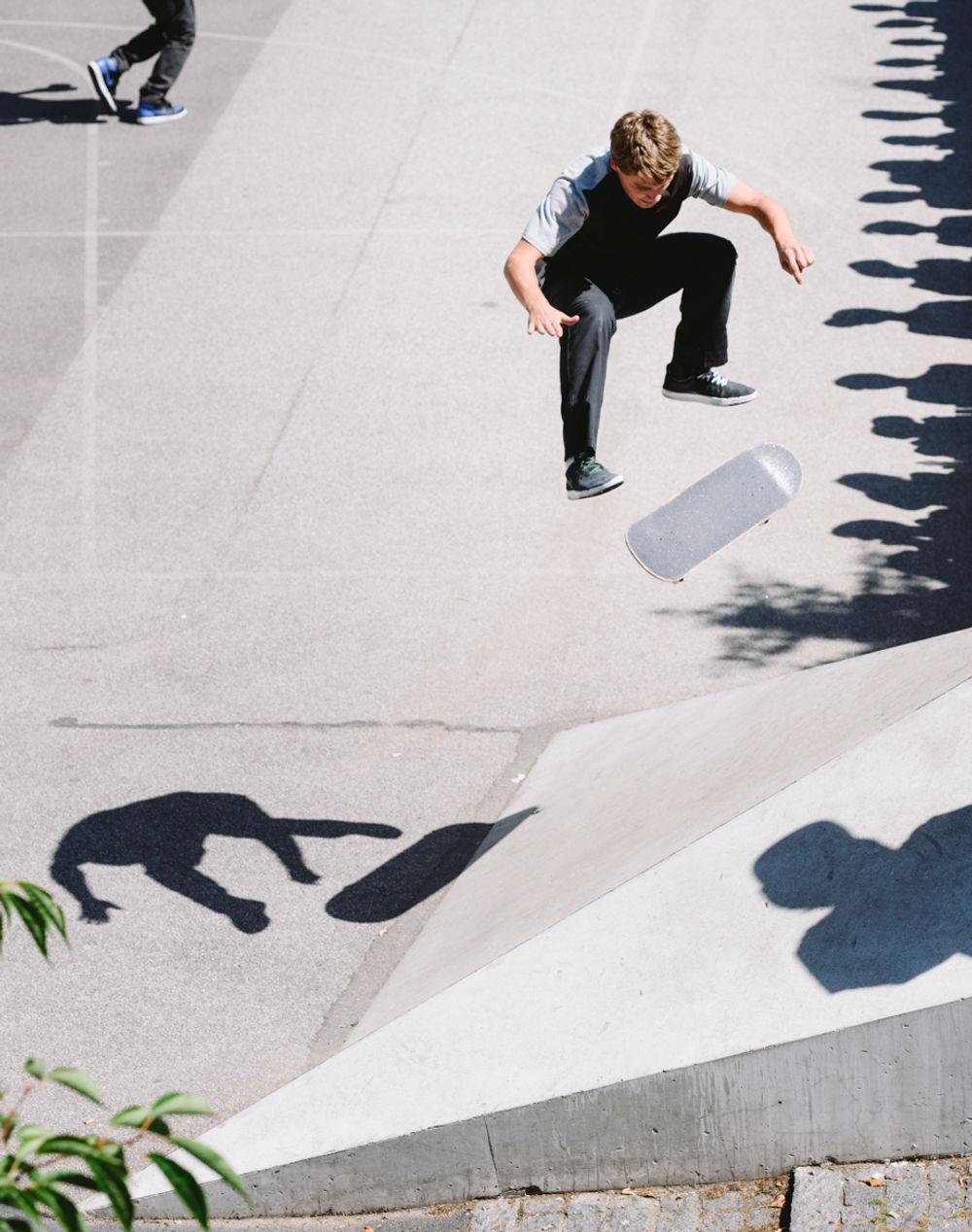 _IHC3703e-Yoshi-Tanenbaum-Kickflip-Nike-SB-Copenhagen-Open-White-Banks-Nansensgade-Day-2-July-2015-Photographer-Maksim-Kalanep