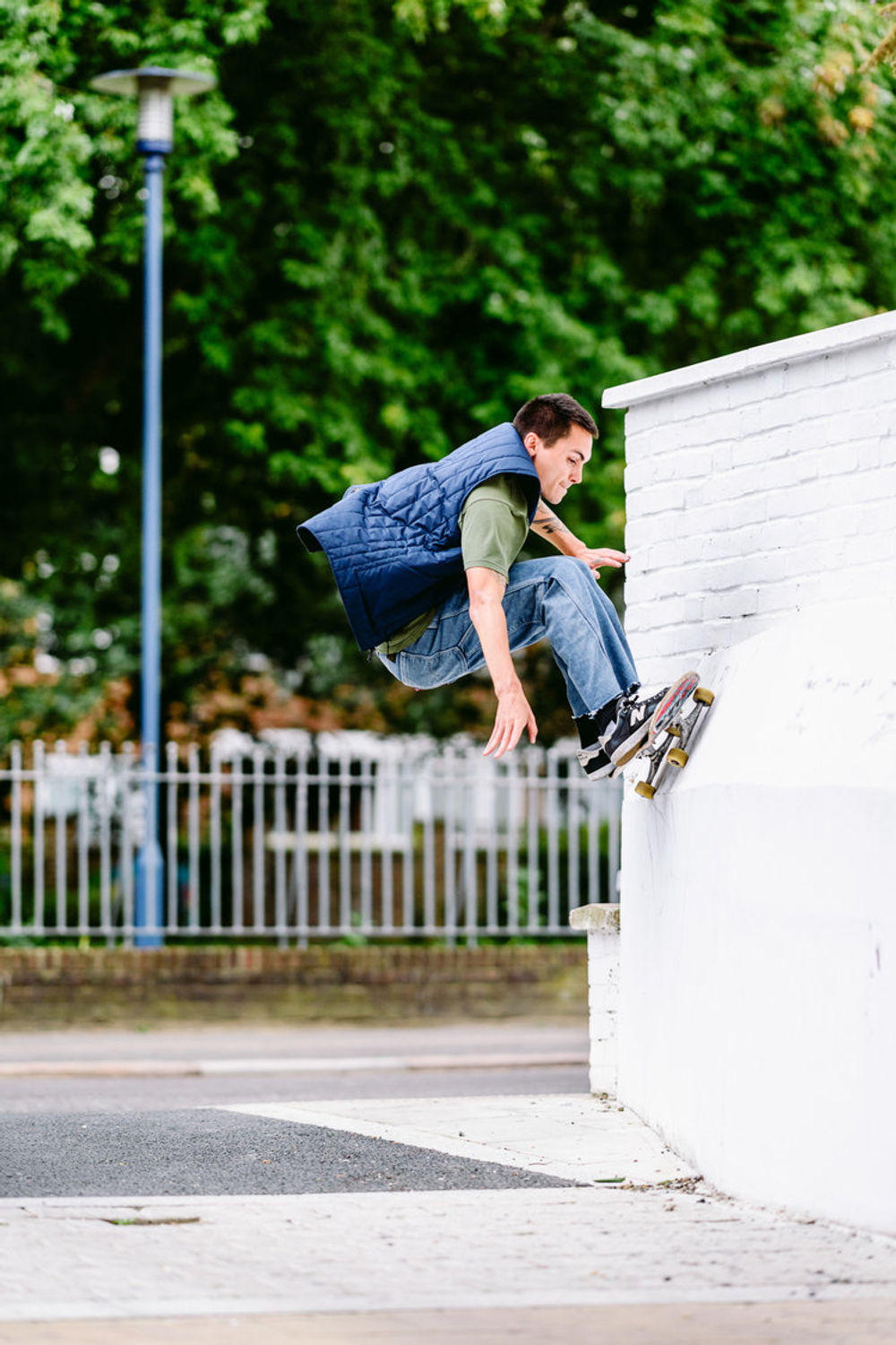 _ihc2290e-manny-lopez-bump-to-fs-wallride-levis-skateboarding-london-august-2017-photographer-maksim-kalanep
