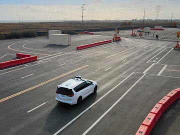 Lyft offloads self-driving car unit to Toyota