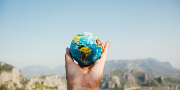 globe-hand