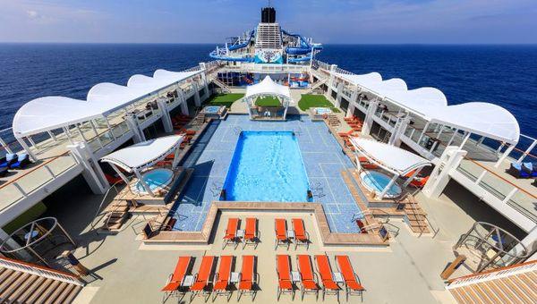 WDR_Main Pool Deck