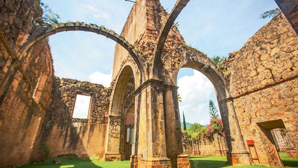 Construction on La Iglesia de la Preciosa Sangre in Mascota started in the early 1900s, but the church was never completed.