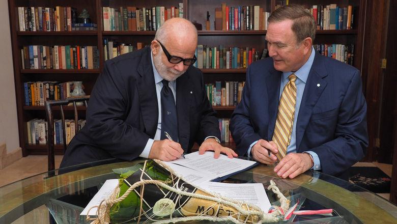 Silversea chairman Manfredi Lefebvre d'Ovidio (left) and RCCL chairman Richard Fain sign the $1 billion deal.