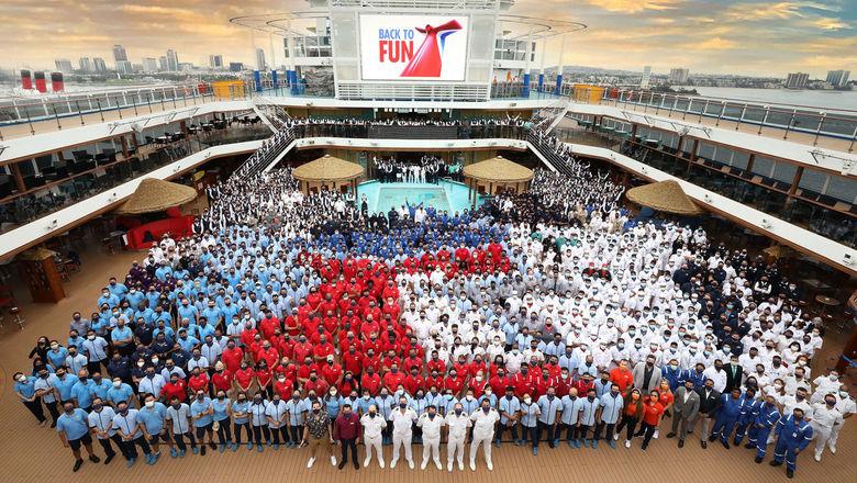 T0823CCLPANORAMACREW_C_HR [Credit: Carnival Cruise Line]