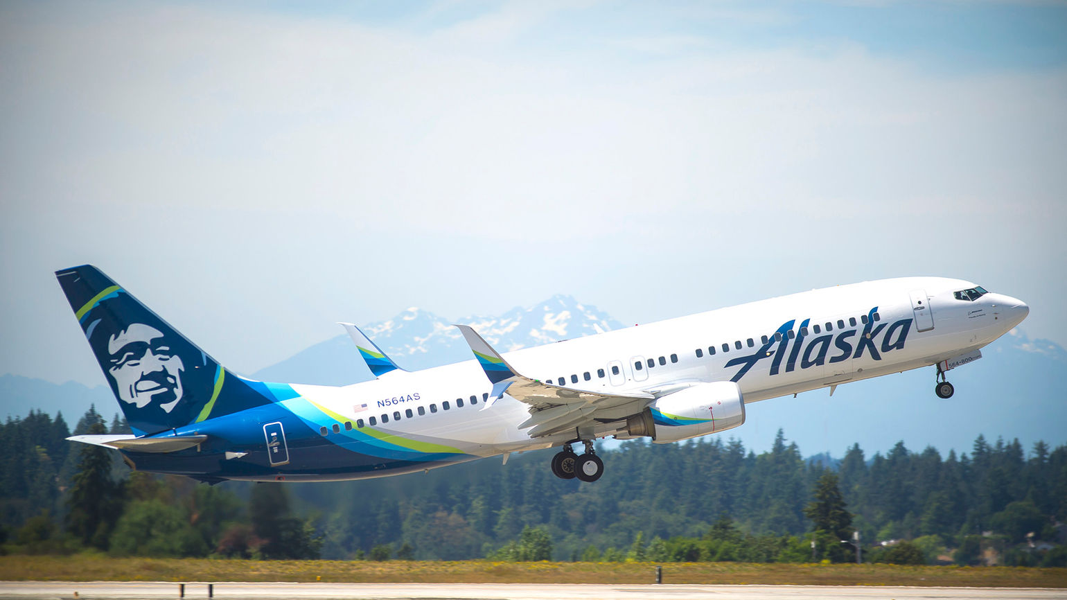 Alaska Airlines forms investment arm for emissions initiatives