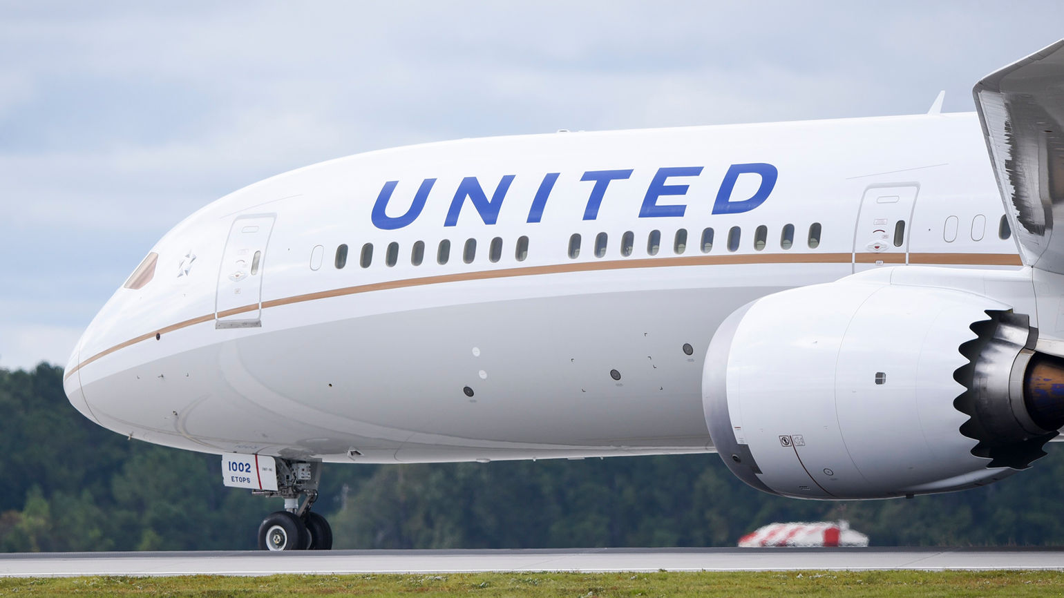 Judge blocks United from placing unvaccinated employees on unpaid leave