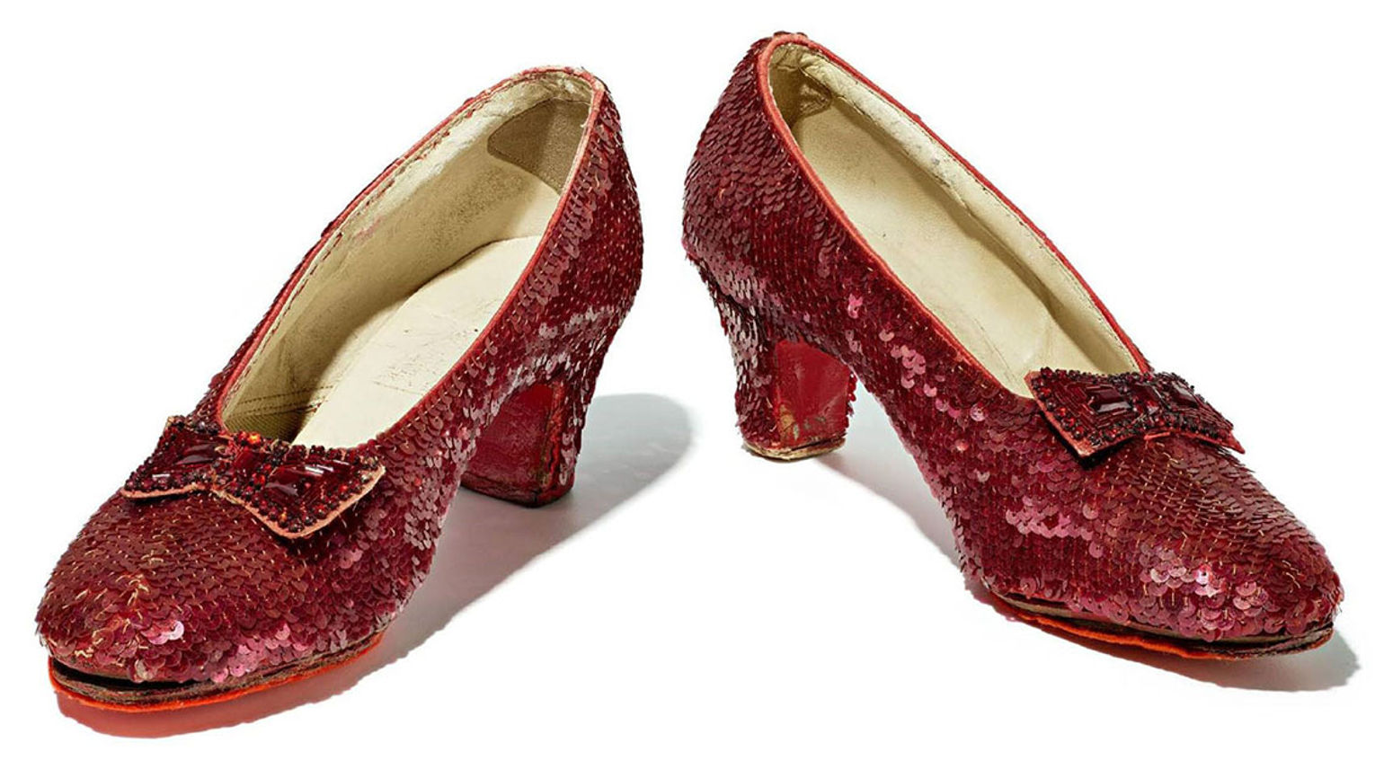 T1025RUBYSLIPPERS_C [credit: Smithsonian]