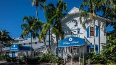 Olde Marco Island Inn & Suites