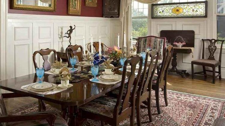 1889 WhiteGate Inn & Cottage Restaurant