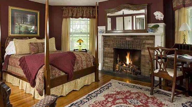 1889 WhiteGate Inn & Cottage Suite