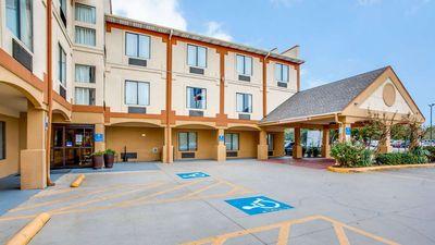 Comfort Inn & Suites Market Ctr