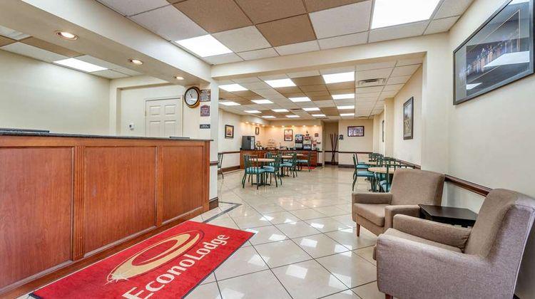 Econo Lodge Downtown Lobby