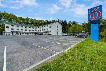 Motel 6 LA Vale-Cumberland