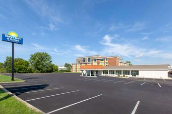 Days Inn & Suites Grand Rapids near Dtwn