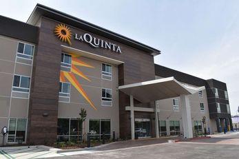 La Quinta Inn & Suites