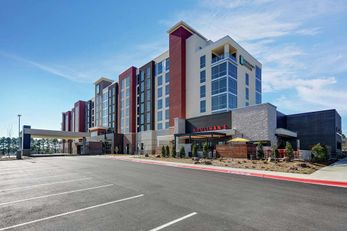 Embassy Suites Red Wolf Convention Ctr