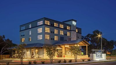 The Bevy Boerne a DoubleTree Hotel