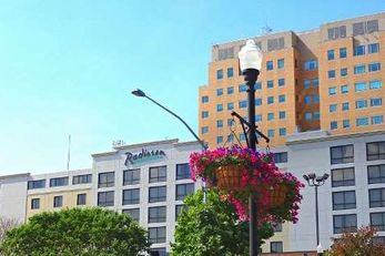 Radisson Quad City Plaza Hotel