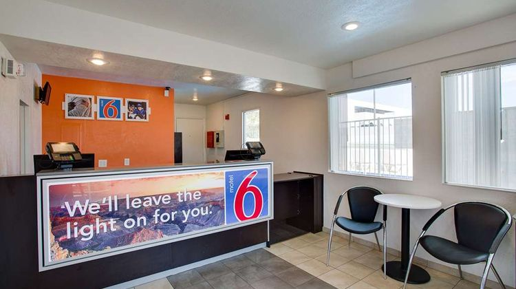 Motel 6 Albuquerque Carlisle Lobby