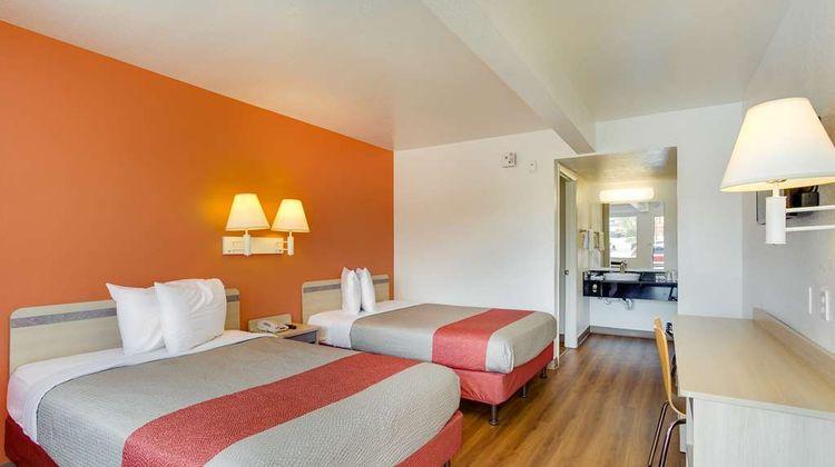 Motel 6 Albuquerque Carlisle Room