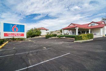 Motel 6 Globe