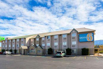 Motel 6 Bernalillo