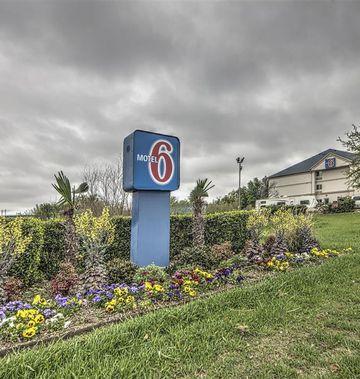 Motel 6 Dallas - Northwest