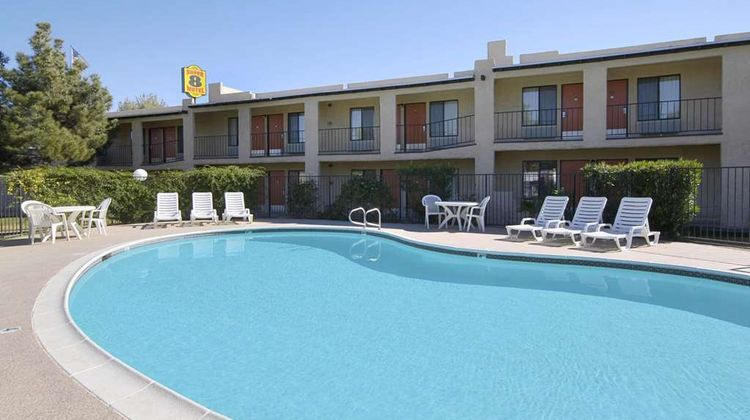 Super 8 Barstow Pool