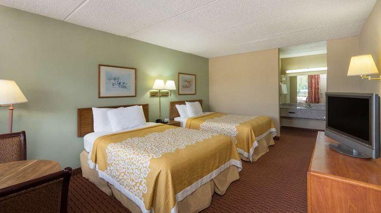 Days Inn Hurricane Mills Room