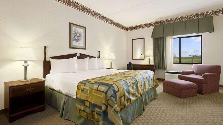 Baymont Inn & Suites Corbin Suite