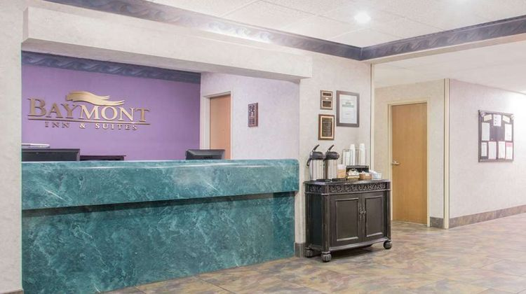 Baymont Inn & Suites Corbin Lobby