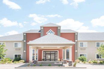Howard Johnson Inn and Suites Oacoma