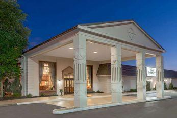 Ramada Plaza Louisville Hotel & Conf Ctr