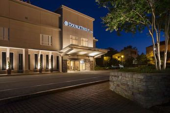 DoubleTree by Hilton Raleigh Brownstone-